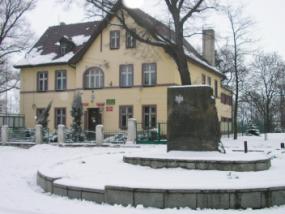 Pomnik poświęcony żołnierzom z VIII Drezdeńskiej Dywizji Piechoty im Bartosza Głowackiego w Zwycięskim Pochodzie nad Nysę 1945 r.